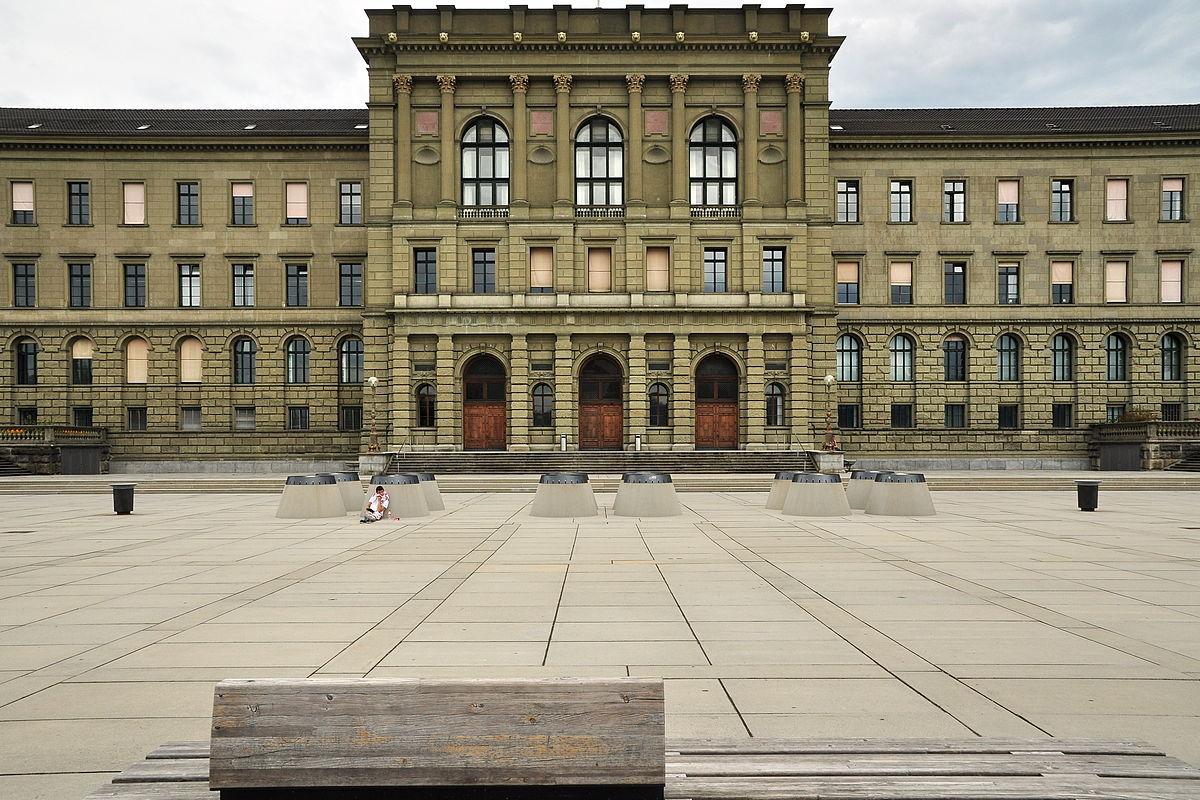 ETH_Zürich_-_Hauptgebäude_-_Polyterasse_2011-08-06_18-21-28_ShiftN2