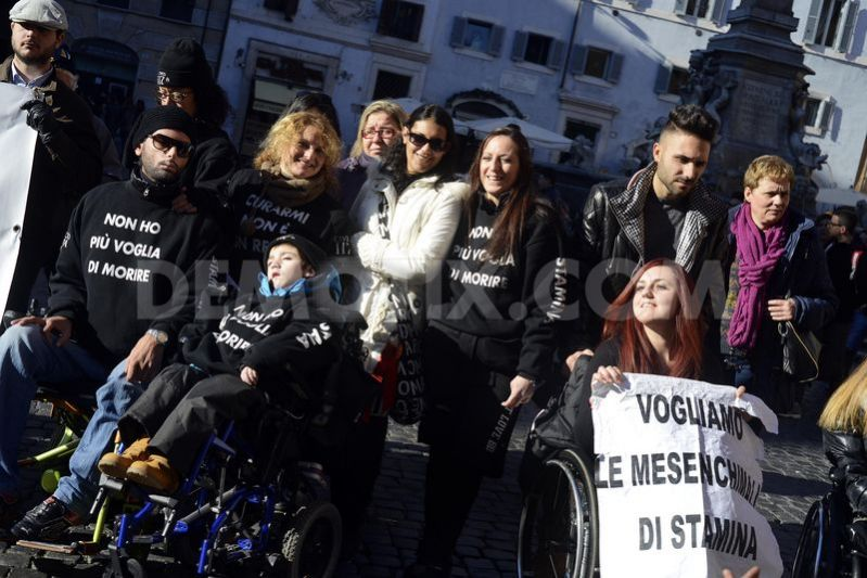 1387300216-pro-stamina-stem-cell-treatment-protest-in-rome_3524473